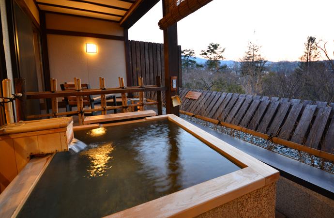 Japanese style room with an open-air bath